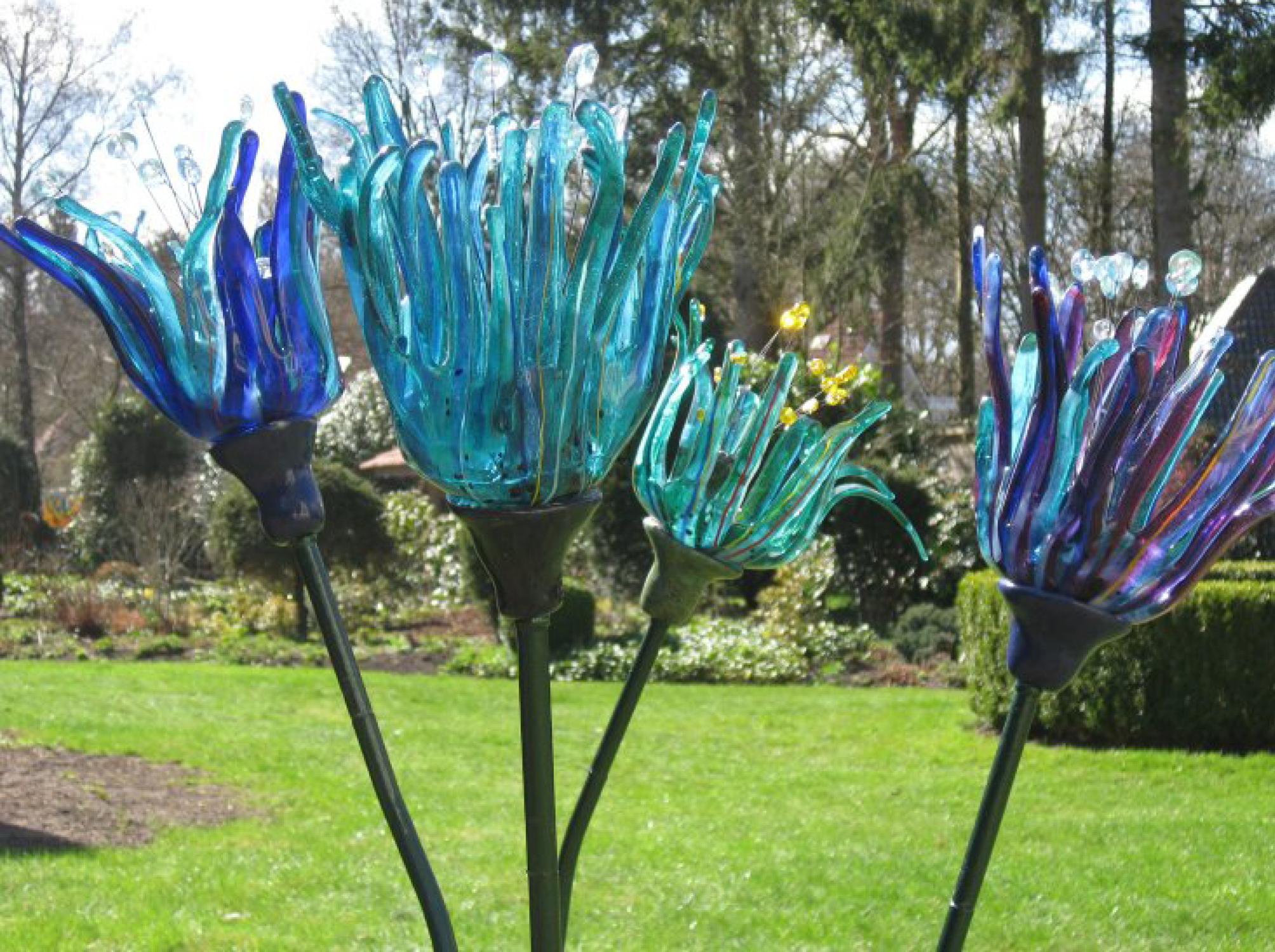 kunst van Gonny Fournier in de tuin